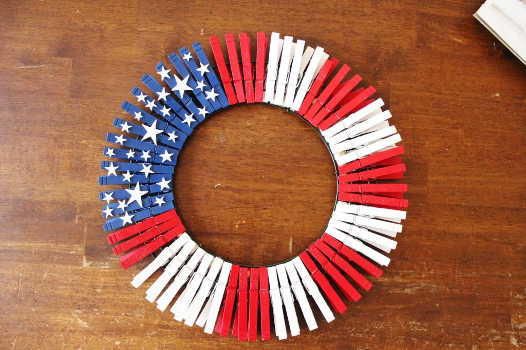 DIY AMERICAN FLAG WREATH (1)